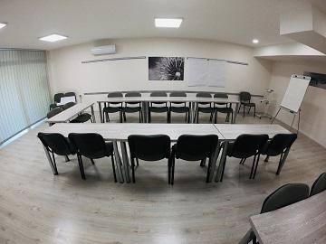 Húsevők és raptorok a tárgyalóasztalnál – Tényleg kőkemény egy nő, ha főnök?